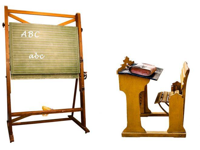 Schulbücher und Schulranzen
